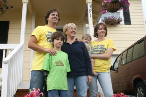 SHH Sen Murray with families at new house at Kipsap Event